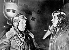 Командир Особой группы  полковник НЕ.Преображенский (слева) ифлагманский штурман капитан П.И.Хохлов.
